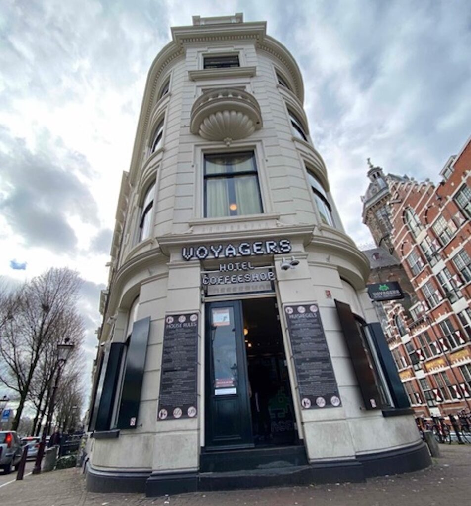 Voyagers Coffeeshop Amsterdam Central 952x1024